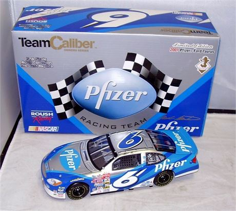 2001 MARK MARTIN #6 PFIZER TEAM CALIBER OWNERS SERIES 1/24 DIECAST NEW IN BOX