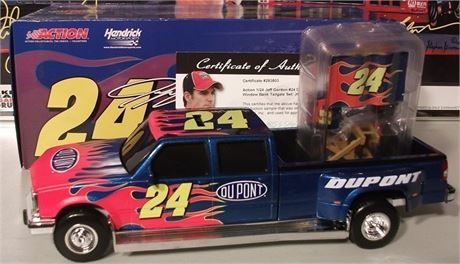 JEFF GORDON DUALLY 2005 TAILGATE SET JGI SAMPLE COA