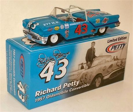1957 RICHARD PETTY #43 OLDSMOBILE CONVERTIBLE 1/24 NEW IN BX